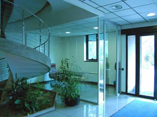 Contract Arredo Ufficio Delta Group Design:  in stile  di Studio Tecnico Giemme