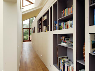 Bookcases:  Corridor & hallway by Giles Jollands Architect