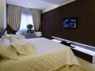 A31 Residência: Quartos  por Canisio Beeck Arquiteto,
