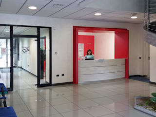Contract Arredo Ufficio Delta Group Design: Complessi per uffici in stile  di Studio Tecnico Giemme