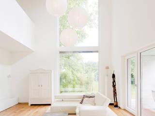 Haus STS:  Wohnzimmer von Ferreira | Verfürth Architekten