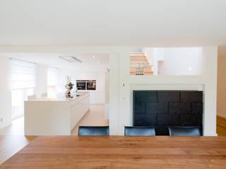 現代廚房設計點子、靈感&圖片 根據 Ferreira | Verfürth Architekten 現代風