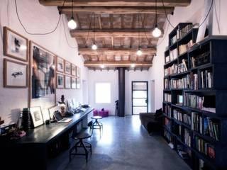 Arbeitszimmer im Landhausstil von Opera s.r.l. Landhaus