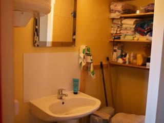 Vue de la salle de douche avant travaux:  de style  par Le Laboratoire Déco