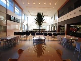 Retrofit de Empresa Referência na Área de Telecomunicações Espaços gastronômicos modernos por BG arquitetura | Projetos Comerciais Moderno