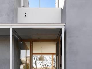 SHR house (3つの家の1つの家族) オリジナルな 窓&ドア の sun tan architects studio オリジナル
