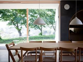 SHR house (3つの家の1つの家族) オリジナルデザインの ダイニング の sun tan architects studio オリジナル