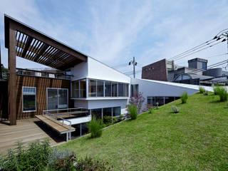 屋上庭園: 工藤宏仁建築設計事務所が手掛けたテラス・ベランダです。