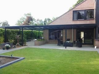 terrasoverkapping: moderne Garage/schuur door Carport Harderwijk