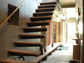 土間+階段 オリジナルスタイルの 玄関&廊下&階段 の ばん設計小材事務所 オリジナル