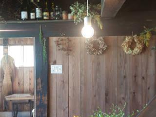 森の家 インテリア: 井上貴詞建築設計事務所が手掛けたクラシックです。,クラシック