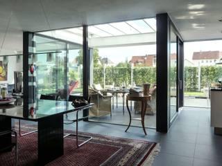 モダンデザインの リビング の CS interior solutions モダン