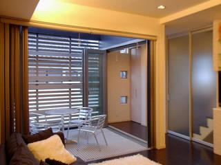 S House 石井設計事務所/Ishii Design Office モダンデザインの リビング 木 白色