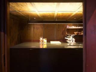 (c) G.R Wett: ausgefallene Küche von Stadt:Labor - Architekten