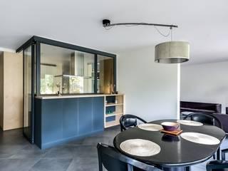 Cocinas de estilo moderno de Atelier d'Ersu & Blanco Moderno