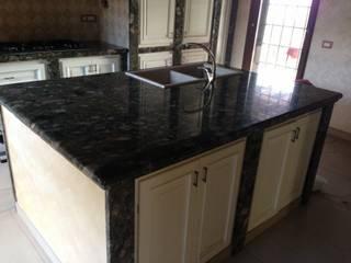 Realizzazione nuova cucina:  in stile  di Habitat srl