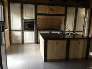 Realizzazione nuova cucina di Habitat srl Coloniale