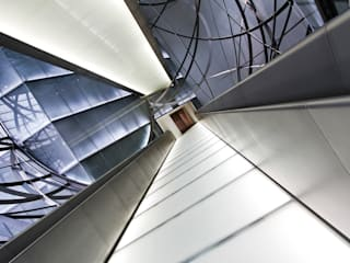 Minimalist corridor, hallway & stairs by querformat-fotografie Minimalist