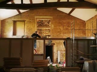 Aménagement d'une ancienne grange ABEMA Couloir, entrée, escaliers rustiques