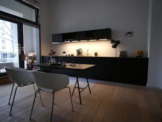 Minimalist kitchen by van risk Minimalist