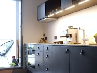 minimalistic Kitchen by van risk
