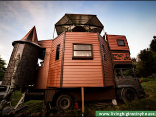 Transforming Castle Truck Rumah Gaya Eklektik Oleh Living Big in a Tiny House Eklektik