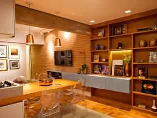 Apartamento Alameda Jaú: Salas de jantar  por studio scatena arquitetura
