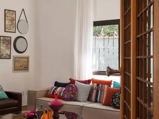 Residencia de Surfista: Salas de estar  por Marcos Contrera Arquitetura & Interiores