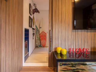 Salas multimedia tropicales de Marcos Contrera Arquitetura & Interiores Tropical
