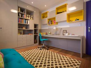 Residencia de Surfista: Escritórios  por Marcos Contrera Arquitetura & Interiores,Tropical