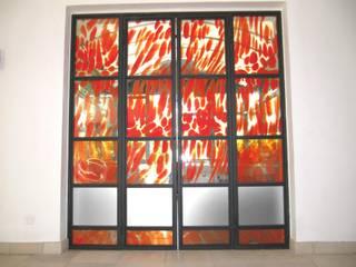 Porte vitrée feu et glace Balcon, Veranda & Terrasse minimalistes par vitrail architecture Minimaliste