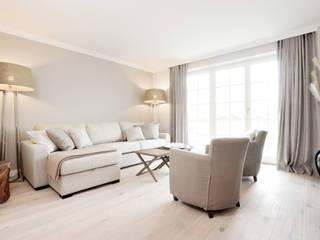 SALLIER WOHNEN SYLT 现代客厅設計點子、靈感 & 圖片