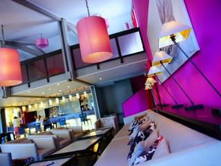 Rénovation d'une brasserie à Brignoles Gastronomie moderne par MARTINE CODACCIONI DECORATION D'INTERIEUR Moderne