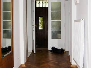 Mieszkanie w kamienicy | Warszawa, Żoliborz Skandynawski korytarz, przedpokój i schody od ZAZA studio Skandynawski