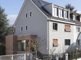 Straßenansicht und Eingang nach Umbau:   von Gerstner Kaluza Architektur GmbH