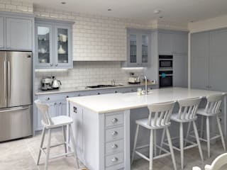 Our Classic Range Kitchen in a Richmond Home Cuisine classique par Simon Benjamin Furniture Classique
