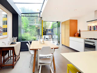 Dale Street: modern Kitchen by Hamilton King