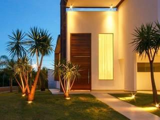 Detalhe do pórtico da entrada principal by Tony Santos Arquitetura Сучасний