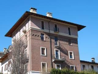 Esterno lato sud/est: Case in stile  di Agenzia San Grato di Marcoz Carlo