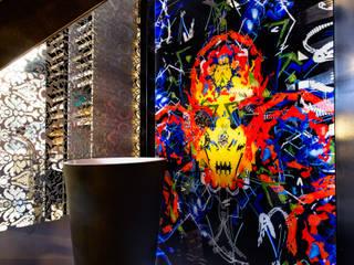 Habillage mural éclairé étanche pour salle de bains Espaces commerciaux modernes par AIC Design Moderne
