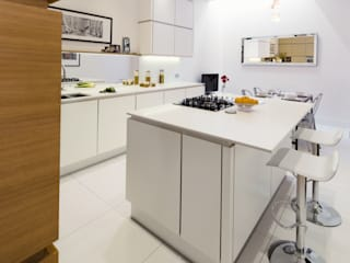 Tabard Street: scandinavian Kitchen by Hamilton King