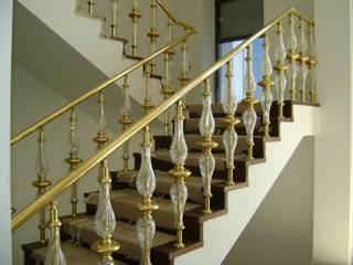 Couloir, entrée, escaliers méditerranéens par DEKODİZAYN pirinç mob. dek. ltd. şti. Méditerranéen