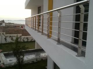 Couloir, entrée, escaliers originaux par DEKODİZAYN pirinç mob. dek. ltd. şti. Éclectique