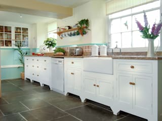 Free Standing Country Kitchen โดย Samuel F Walsh Furniture คันทรี่