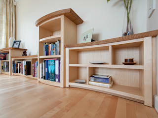 Bespoke Shelving in Maple and Oak โดย Samuel F Walsh Furniture โมเดิร์น
