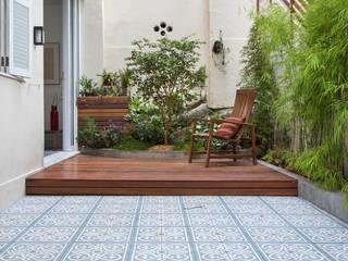 Raquel Junqueira Arquitetura Modern balcony, veranda & terrace
