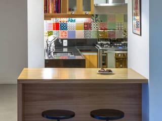 Cocinas modernas de Raquel Junqueira Arquitetura Moderno