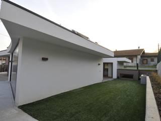 Minimalist houses by ROBERTO CRESPI ARCHITETTO Minimalist