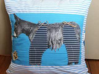 Coussin âne en culotte rayures bleues:  de style  par Baudet Culotté