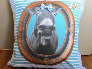Coussin  tete d âne qui rigole  raye bleu:  de style  par Baudet Culotté